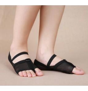 Black flesh colored cheap heel protector belly dance ballet dancing toe pad foot thong socks shoes