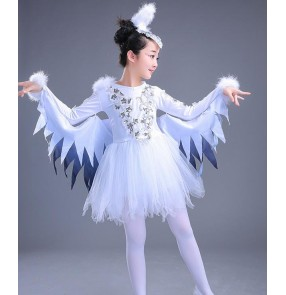 White and black patchwork girls angels performance party birds cosplay fairy modern dance jazz singers outfits costumes