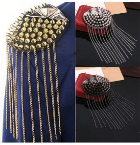 2pcs Rivet fringed epaulettes clothing shoulder accessories men and women performance handmade epaulettes stage dress metal fringed epaulettes