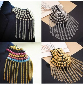 2pcs Rivet tassels Epaulettes for women and men nightclub stage preformance Vintage rivet brooch Punk Pointed Cone jazz dance Rivet Tassel Epaulettes