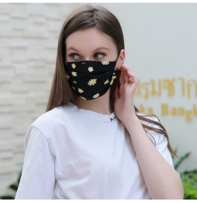 3pcs Reusable face masks for women with daisy flowers pattern fashion photos shooting protective mouth masks for female