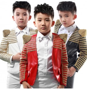 Boys jazz dance jacket red black white leather modern dance jacket for kids stage show performance host chorus hiphop group dancing coats