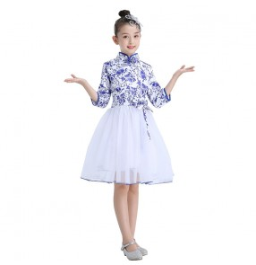 Chinese style children's white with blue folk dance costume Blue and white porcelain girl guzheng performance costume Primary and secondary school student choir singing competition suit