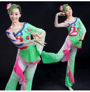 Women's skin color sleeves green and blue v neck chinese folk dance costumes modern dance performance fans dance dresses sets tops and pants