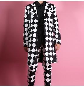 Men's black and white plaid jazz dance long coats hiphop dance singer host stage performance long blazers