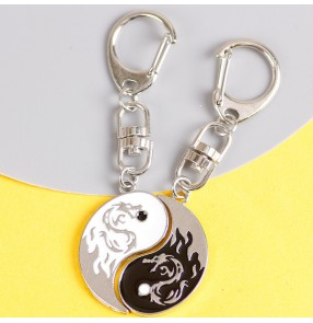 Round black and white double dragon Car keychain Chinese style a pair of personality creative pendant lover key chain for women and men