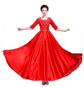 Women's ballroom flamenco dresses red purple fuchsia Spanish folk bull dance opening dance singers performance long dresses